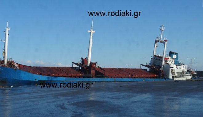 """Ρόδος: Βούλιαξε το πλοίο """"Nour M"""" στο λιμάνι"""