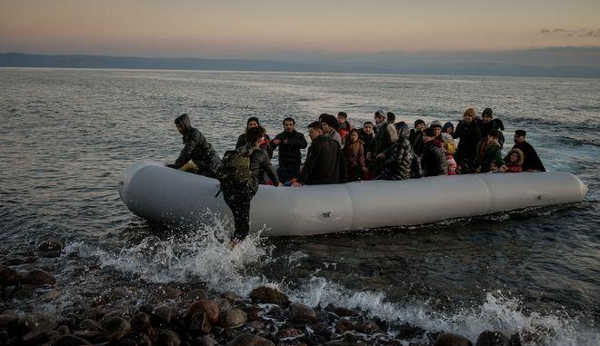 Βάρκα με Αφγανούς πρόσφυγες στην σκάλα της Συκαμιάς στην Λέσβο