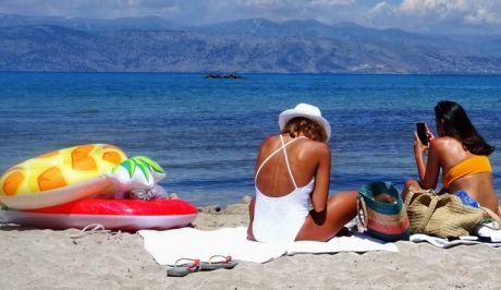 Στιγμιότυπο από την παραλία του Αγίου Σπυρίδωνα στην Κέρκυρα.