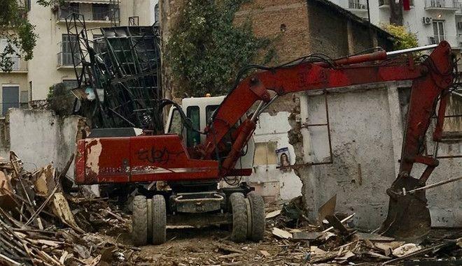 Κατεδαφίζεται το ιστορικό θέατρο Αθήναιον στην Πατησίων