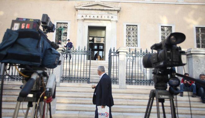 Κάμερες έξω από Συμβούλιο της Επικρατείας όπου εκδικάστηκε η υπόθεση με τις τηλεοπτικές άδειες τον Οκτώβρη του 2016
