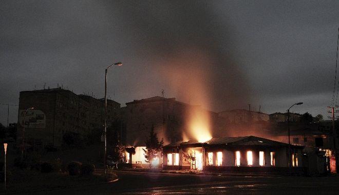Ναγκόρνο Καραμπάχ: Περίπου 30 πύραυλοι έπληξαν τη Στεπανακέρτ