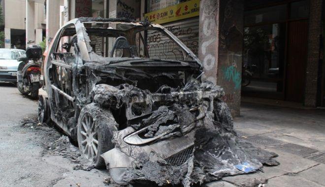 Επεισόδια τα ξημερώματα της Κυριακής 25 Σεπτεμβρίου 2016, στην ευρύτερη περιοχή του Πολυτεχνείου. Συγκεκριμένα, γύρω στη μία, άγνωστα άτομα επιτέθηκαν με βόμβες μολότοφ σε δύο διμοιρίες των ΜΑΤ που βρίσκονταν στην περιοχή, ενώ στη συνέχεια προκάλεσαν ζημιές σε ένα αυτοκίνητο και σε δύο κάδους απορριμμάτων.  (EUROKINISSI/ΣΤΕΛΙΟΣ ΣΤΕΦΑΝΟΥ)