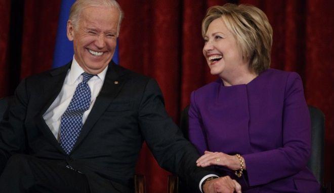 Η Χίλαρι Κλίντον και ο Τζο Μπάιντεν (φωτογραφία αρχείου)