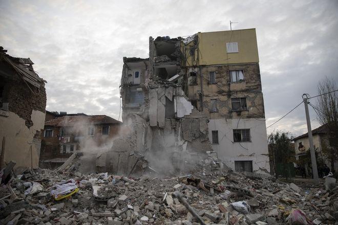 Συντρίμμια μετά το σεισμό στην Αλβανία