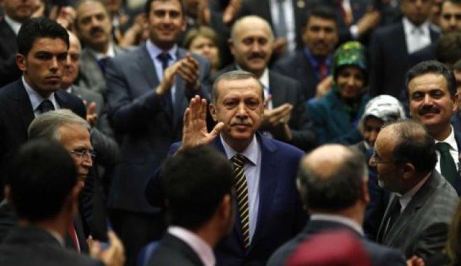 Τουρκία: Παραιτήσεις βουλευτών στο κυβερνών κόμμα