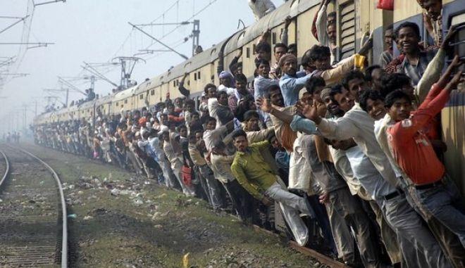 Δεν φταίω, κοιτούσα τη Γιαδικιάρογλου που κοιτούσε το τραίνο