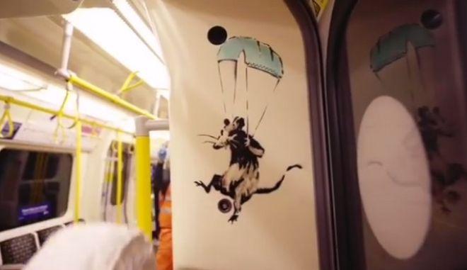 """Παρέμβαση Banksy στο μετρό του Λονδίνου για τον κορονοϊό: """"I Get Lockdown But I Get Up Again"""""""