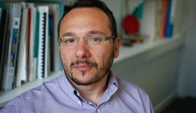 Έλληνας επιστήμονας εφηύρε μικροσκοπικές 'χειροβομβίδες' κατά του καρκίνου