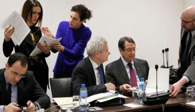 Κυπριακό: Μάχη επί χαρτών