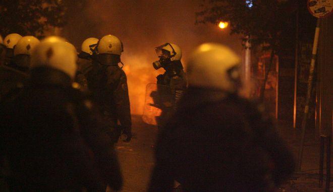 Επεισόδια ξέσπασαν μετά το τέλος της πορείας στη μνήμη του Αλέξη Γρηγορόπουλου στα Εξάρχεια την Παρασκευτή 6 Δεκεμβρίου 2013.  Ομάδες νεαρών συγκρούστηκαν με την αστυνομία στην πλατεία Εξαρχείων με τις αστυνομικές δυνάμεις εκτός από την εκτεταμένη χρήση δακρυγόνων να έχουν προχωρήσει και σε χρήση χημικών. (EUROKINISSI/ΤΑΤΙΑΝΑ ΜΠΟΛΑΡΗ)