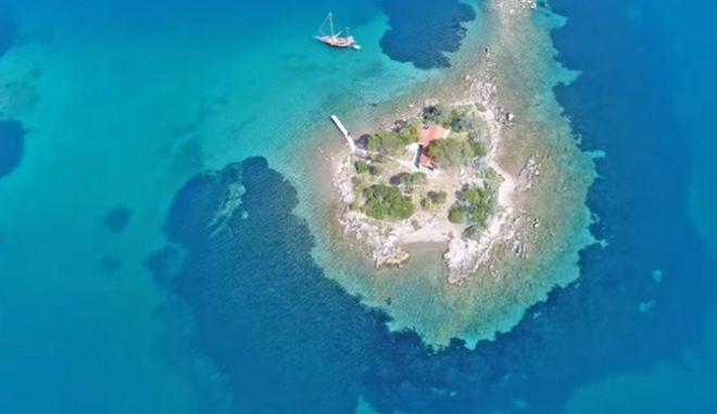 Το νησάκι Έρως στον Πόρο