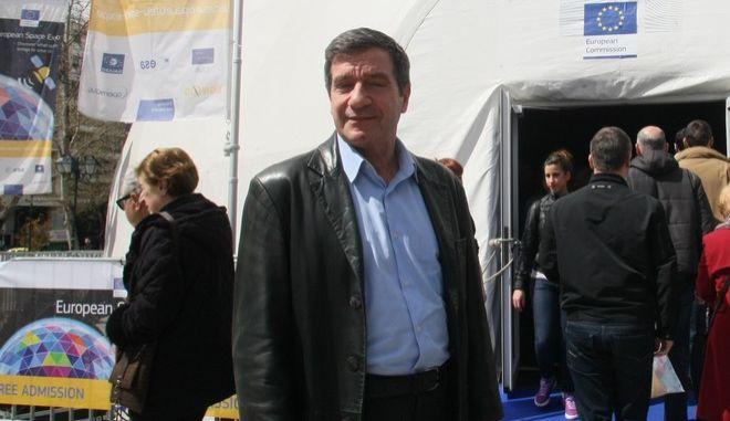 Ευρωπαϊκή Έκθεση Διαστήματος,  για πρώτη φορά στην Ελλάδα, από τις 28 Μαρτίου έως τις 5 Απριλίου 2015 σε ειδικά διαμορφωμένο λευκό θόλο στην πλατεία Συντάγματος, Σάββατο 28 Μαρτίου 2015. Στη φωτογραφία ο Δήμαρχος Αθηναίων Γιώργος Καμίνης εγκαινιάζει την έκθεση μαζί με την Αναστασία Παναγιωτακοπούλου, νικήτρια του Διαγωνισμού Ζωγραφιάς Galileo της Ευρωπαϊκής Ένωσης, για την Ελλάδα, όπου ο ένας από τους δύο δορυφόρους Galileo φέρει το όνομα της.  (EUROKINISSI-ΜΠΟΛΑΡΗ ΤΑΤΙΑΝΑ)