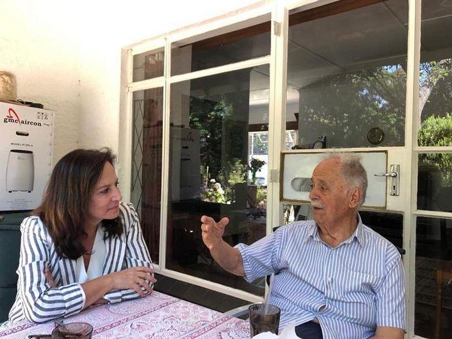 Με τον θρυλικό δικηγόρο του Μαντέλα, Έλληνα ομογενή στη Ν. Αφρίκη Γιώργο Μπίζο στο Γιοχάνεσμπουργκ