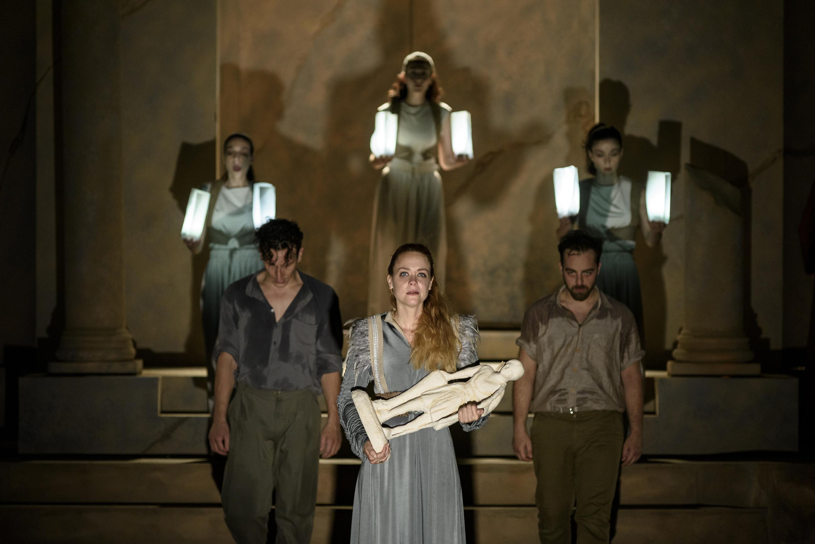 Η εκρηκτική επιστροφή του ελληνικού θεάτρου
