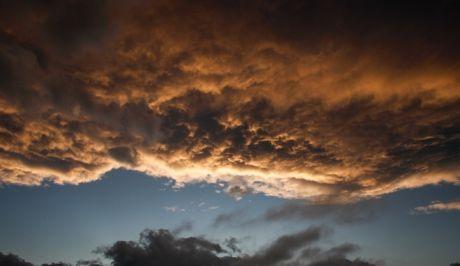Δύση ηλίου μετά την καταιγίδα