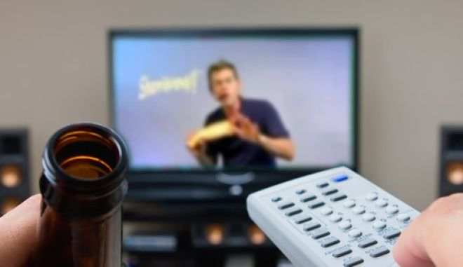 Στο συρτάρι ο φόρος 20% στις τηλεοπτικές διαφημίσεις