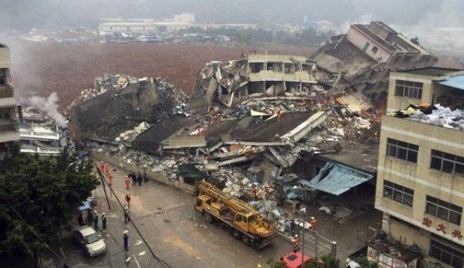Κίνα: Εικόνες καταστροφής και δεκάδες αγνοούμενοι από κατολισθήσεις