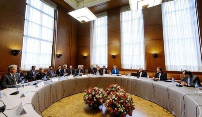 Ξεκίνησαν πάλι στη Γενεύη οι συνομιλίες για το πυρηνικό πρόγραμμα του Ιράν