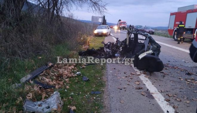 Σοκαριστικό τροχαίο με έναν νεκρό στη Φθιώτιδα - Στα δύο κόπηκε το αυτοκίνητο