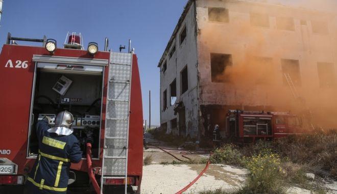 Φωτογραφία από πυροσβεστική άσκηση στη Δραπετσώνα