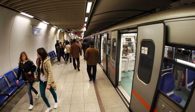Κίνηση σε αποβάθρα του μετρό (φωτογραφία αρχείου)