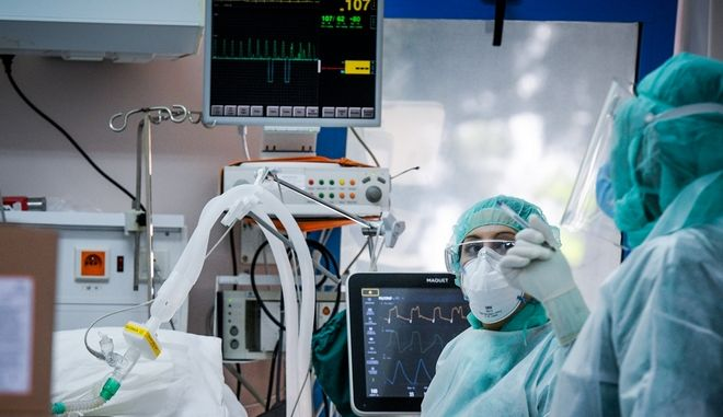 Στιγμιότυπα μαπό την Μονάδα εντατικής θεραπείας από νοσοκομείo αναφοράς για τον COVID-19