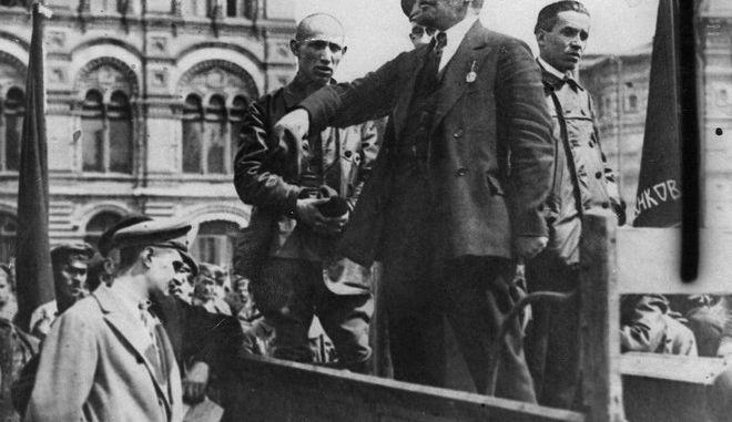 Σαν σήμερα επικρατεί στη Ρωσία η Οκτωβριανή Επανάσταση