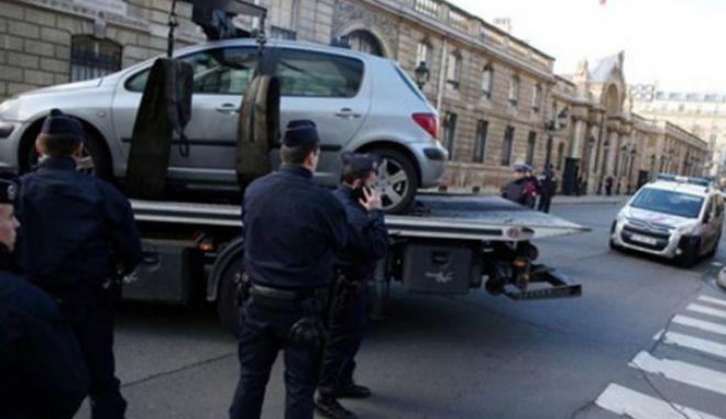 Γαλλία: Προσπάθησε να εισβάλει με το αυτοκίνητό του στο προεδρικό μέγαρο επειδή του μείωσαν την επιχορήγηση