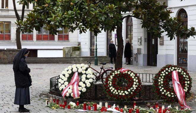 Εικόνα από σημείο εγκλήματος κατά την επίθεση στη Βιέννη