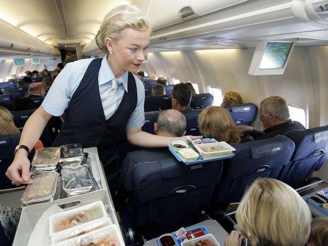 Εasy Jet: Γιατρός έσωσε Ελληνίδα επιβάτη και τον αντάμειψαν με καφέ αλλά του χρέωσαν τη σοκολάτα!
