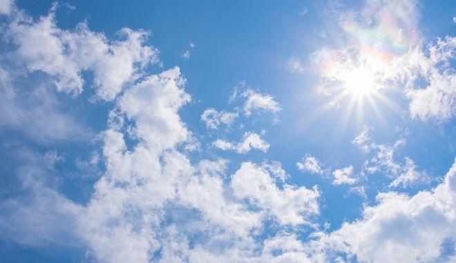 Καιρός: Βελτιωμένος με σχεδόν κανονικές θερμοκρασίες την Παρασκευή