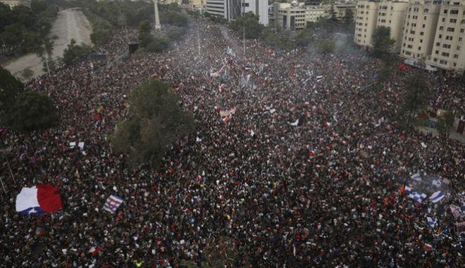 Από την τεράστια διαδήλωση.