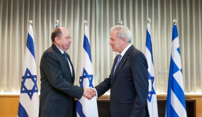 """Αβραμόπουλος στο Ισραήλ. """"Φέρνουμε δύο αμυντικά συστήματα πιο κοντά"""""""