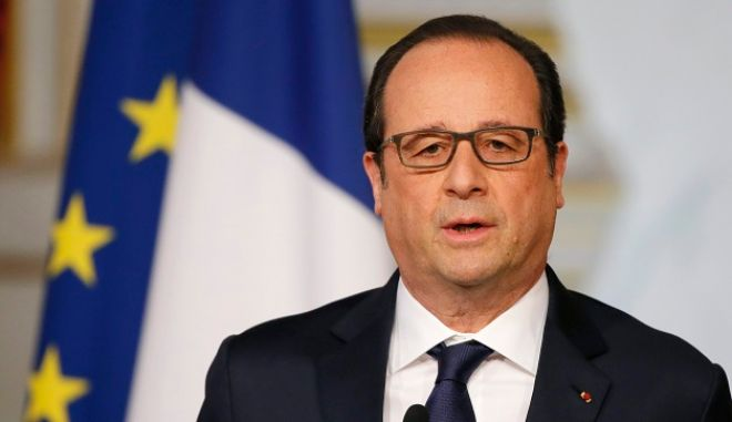 French President Francois Hollande delivers a speech after a defence council meeting at the Elysee Palace in Paris, France, April 29, 2015. REUTERS/Gonzalo Fuentes