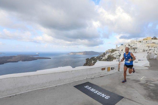 Τρέξιμο με θέα το Ηφαίστειο στην Καλντέρα της Σαντορίνης