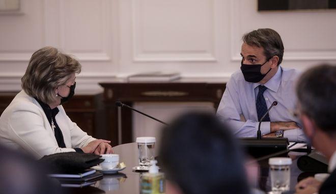 Συνάντηση του πρωθυπουργού, Κυριάκου Μητσοτάκη, με την Επίτροπο Συνοχής και Μεταρρυθμίσεων της ΕΕ, Ελίζα Φερέιρα
