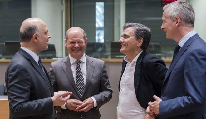 O Ευκλείδης Τσακαλώτος μαζί με τον Γάλλο υπουργό Οικονομικών Bruno Lemaire, τον Γερμανό ΥΠΟΙΚ Olaf Scholz και τον Pierre Moscovici