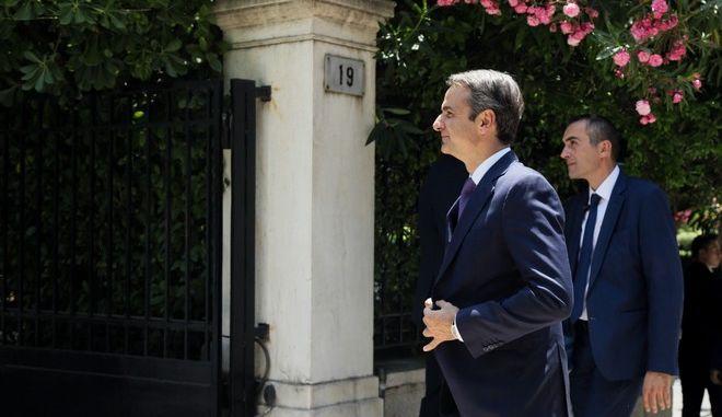 O Κυριάκος Μητσοτάκης φτάνει στο Μέγαρο Μαξίμου για την τελετή παραλαβής - παράδοσης από τον απερχόμενο πρωθυπουργό Αλ. Τσίπρα