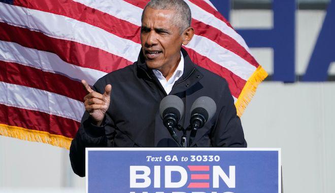 Ο πρώην πρόεδρος Μπαράκ Ομπάμα μιλά στην προεκλογική εκστρατεία του Τζο Μπάιντεν, 2 Νοεμβρίου 2020, Ατλάντα.