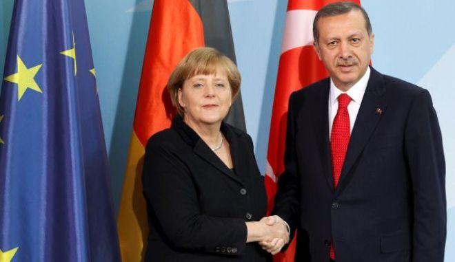 Στην Κωνσταντινούπολη η Άνγκελα Μέρκελ. Επίσκεψη κορυφής μετά τις υποσχέσεις των Ευρωπαίων στον Ερντογάν