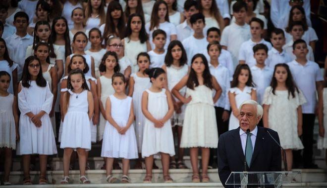 Η παιδική χορωδία της Λυρικής Σκηνής στην δεξίωση στο Προεδρικό Μέγαρο για την 45η επέτειο Αποκατάστασης της Δημοκρατίας