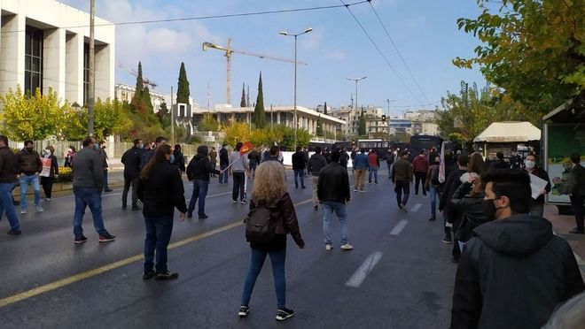 Πολυτεχνείο: Όργιο καταστολής απέναντι σε διαδηλωτές που τηρούσαν τα μέτρα προστασίας