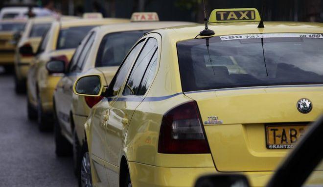 Διαμαρτυρία οδηγών ταξί στην Αθήνα την Τετάρτη 9 Νομεβρίου 2016. (EUROKINISSI/ΓΙΑΝΝΗΣ ΠΑΝΑΓΟΠΟΥΛΟΣ)