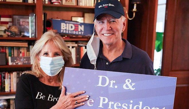 Ο Τζο Μπάιντεν και η σύζυγός του Τζιλ μετά τη νίκη στις προεδρικές εκλογές των ΗΠΑ