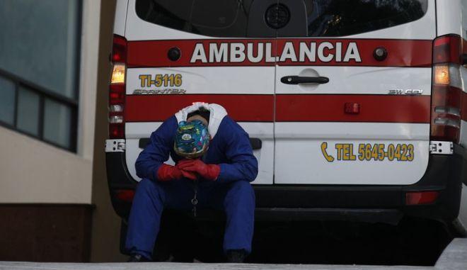 Εξαντλημένος γιατρός στο Μεξικό