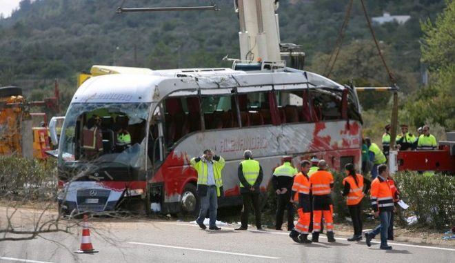 Ισπανία: Έρευνα για το πολύνεκρο δυστύχημα με το λεωφορείο