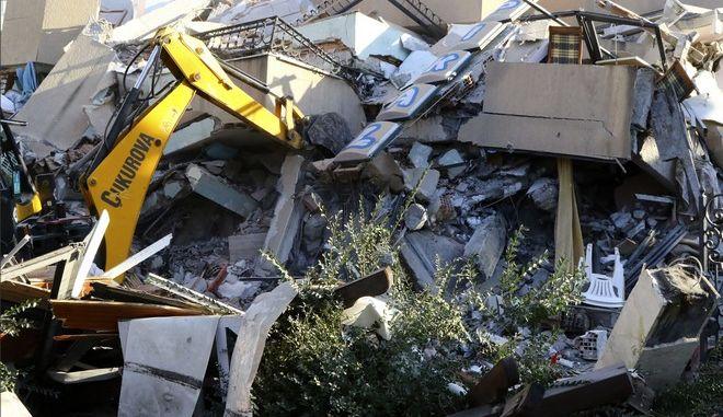 """Σεισμός στην Αλβανία: Σοκάρει η μαρτυρία κατοίκου - """"Δεν σταματούσε, κράτησε πάνω από 25 δευτερόλεπτα"""""""