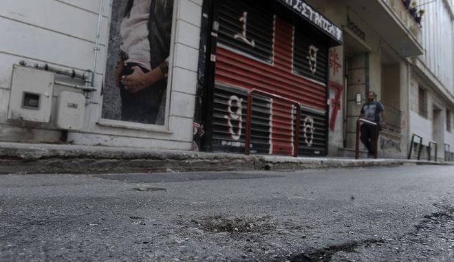 Επίθεση αγνώστων σε γραφεία συνδέσμου του Ολυμπιακού με χειροβομβίδα αμυντικού τύπου, στην οδό Εκφαντίσου στο Παγκράτι, τα ξημερώματα της Πέμπτη 22 Σεπτεμβρίου 2016. (EUROKINISSI/ΤΑΤΙΑΝΑ ΜΠΟΛΑΡΗ)