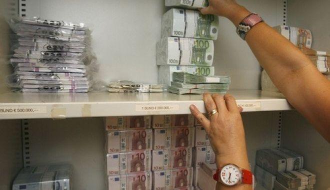 Άνεργοι με χρήματα στο εξωτερικό
